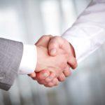 Почему потеют ладони рук у мужчин, часто потеют руки во время стресса, сильно потеют руки по следующим причинам. Рассмотрим несколько причин