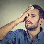 Cильная потливость головы досаждает. Следствием могут стать не только эстетические проблемы, но и серьезные депрессии. Разберем причины потливости головы